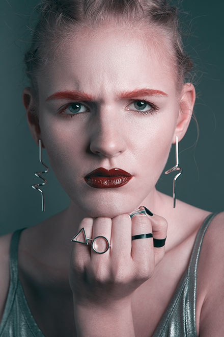 Sophie Daum Julia Louisa Models Punk Jakob Schaefer grunge rote Lippe red Lips makeup editorial fashion makeup make-up artist black white schwarz weiß pure ring lashes red eyebrows