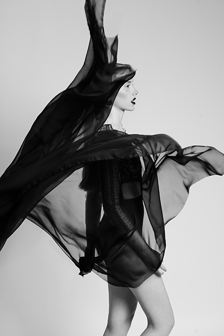 Marisa Lia Lana Wind Josephine Winter Shooting Makeup Editorial Avantgarde Makeup Make-up Artist black white